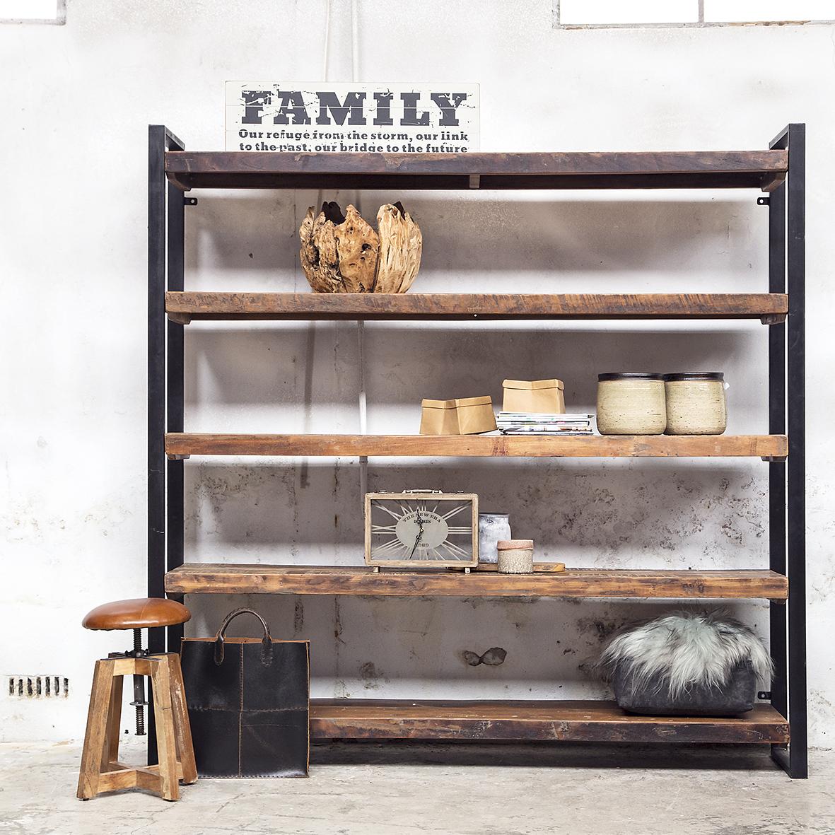 Een industri le interieurstijl woonzinnig - Boekenkast hout en ijzer ...